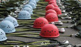 climbing-helmets-486644_1280-min